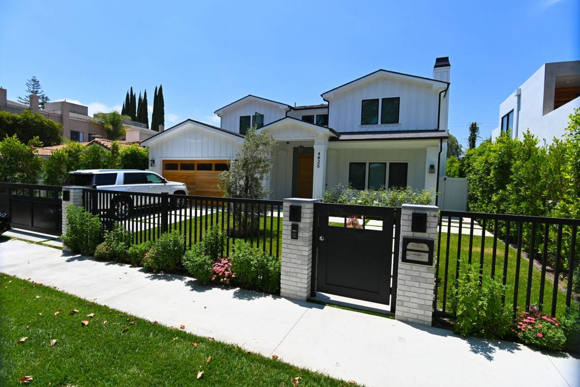 Modern design Fence Gates and garage doors fabrication and installatio