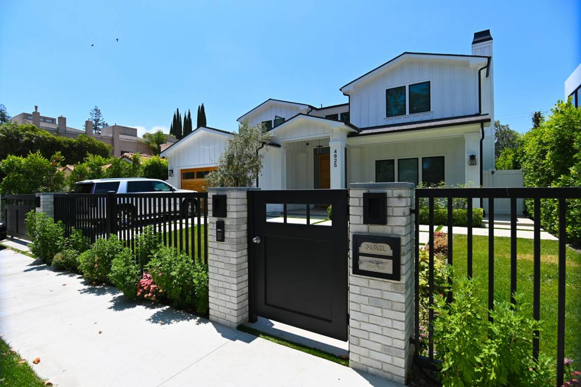 Modern design Fence Gates and garage doors fabrication and installatio